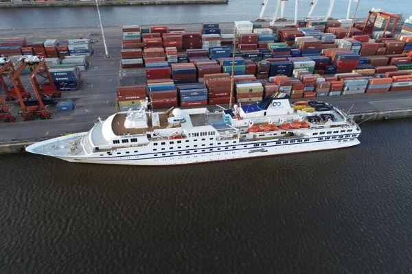 Crucero en el puerto de Buenos Aires.