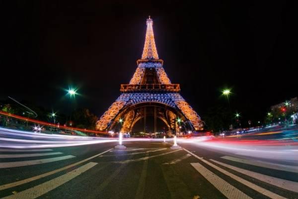 La Torre Eiffel de París liluminada