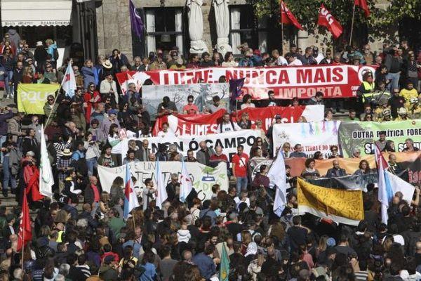 Manifestación por el Prestige en Santiago de Compostela