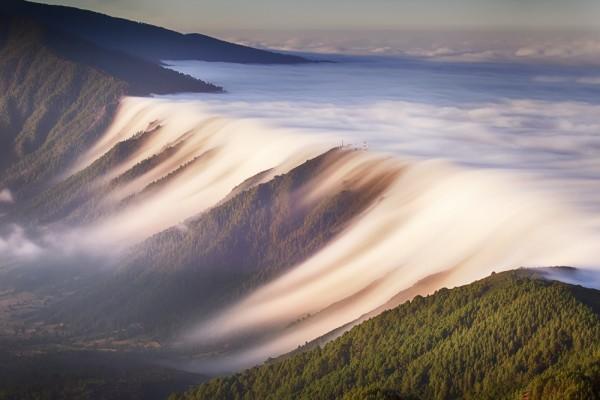 Cascada de nubes en La Palma