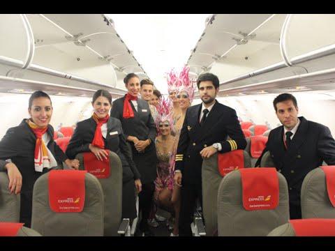 Fiesta de carnaval a bordo de un avión de Iberia Express