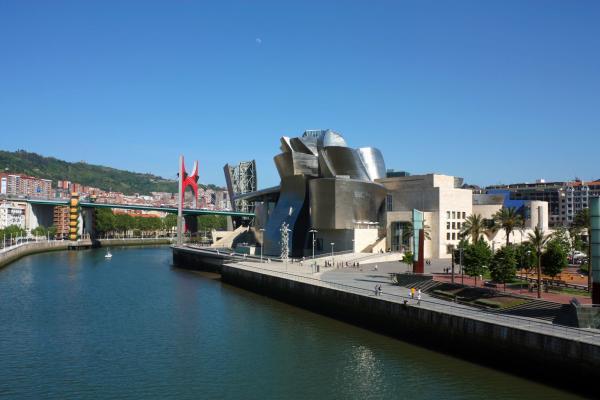 La ría de Bilbao, a su paso por el Museo Guggenheim