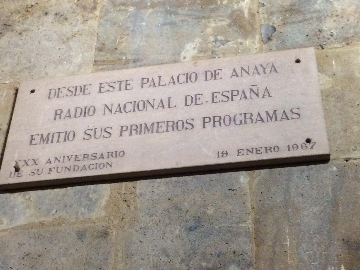Placa conmemorativa de RNE en Salamanca.