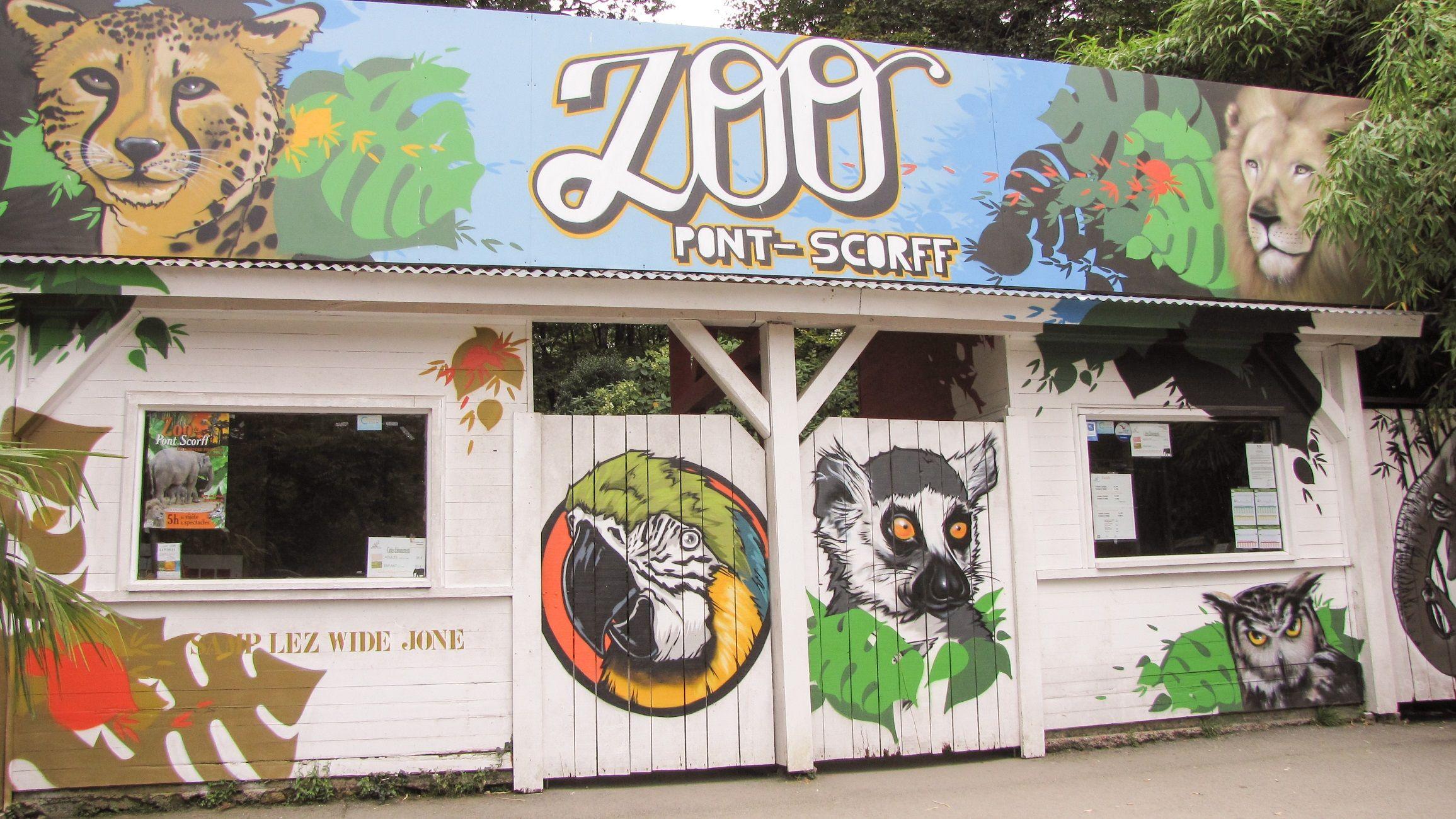 Puerta de entrada del zoo de Pont-Scorff, Lorient (Francia)