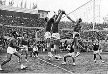 El primer partido de voleibol se jugó en 1895