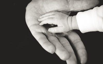 Los abrazos prohibidos: un homenaje especial con motivo del Día del Padre